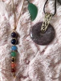 Les bijoux sont divers et variés